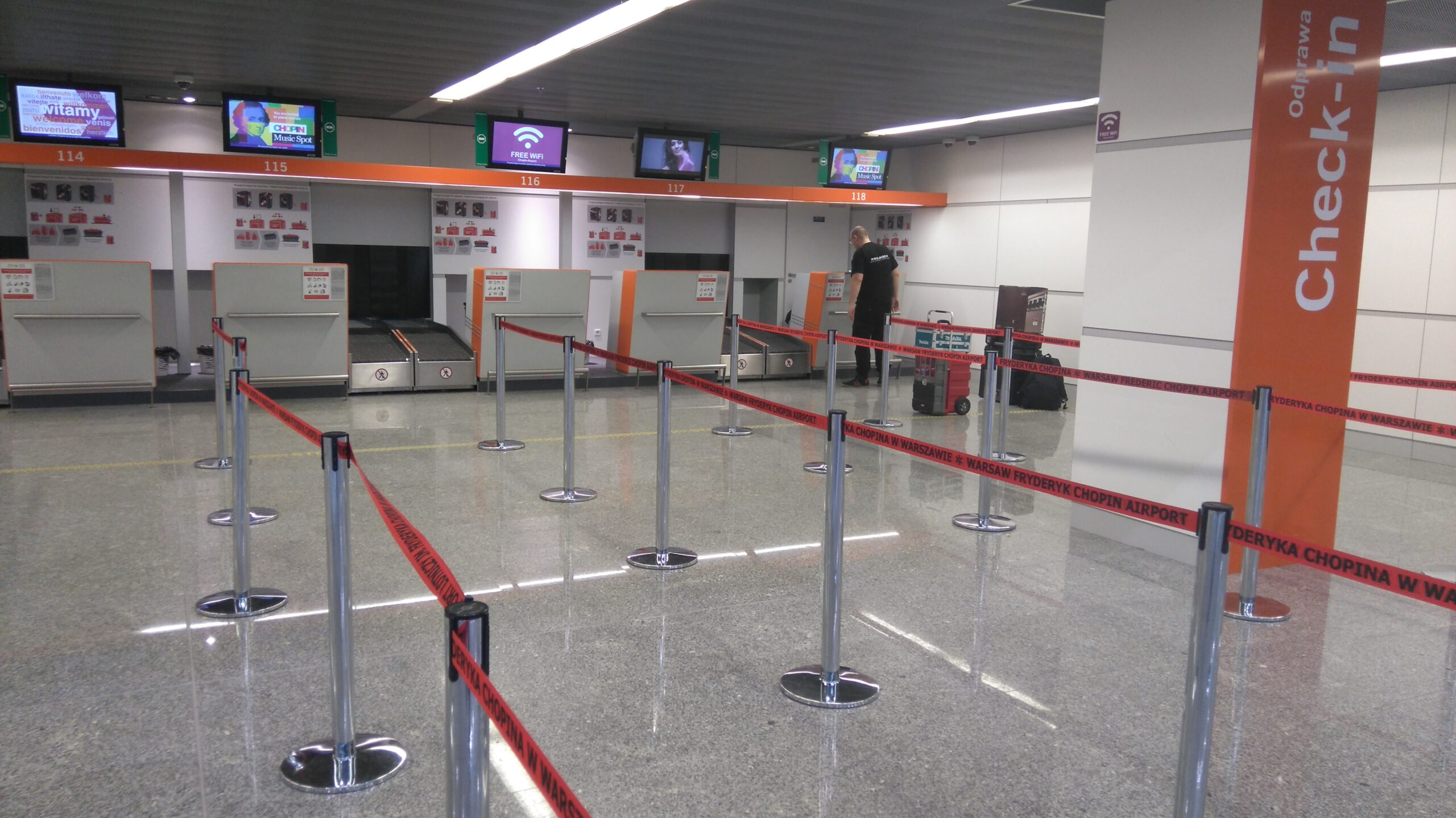 Dostawa i montaż pętli indukcyjnych na Lotnisku im. F. Chopina w Warszawie