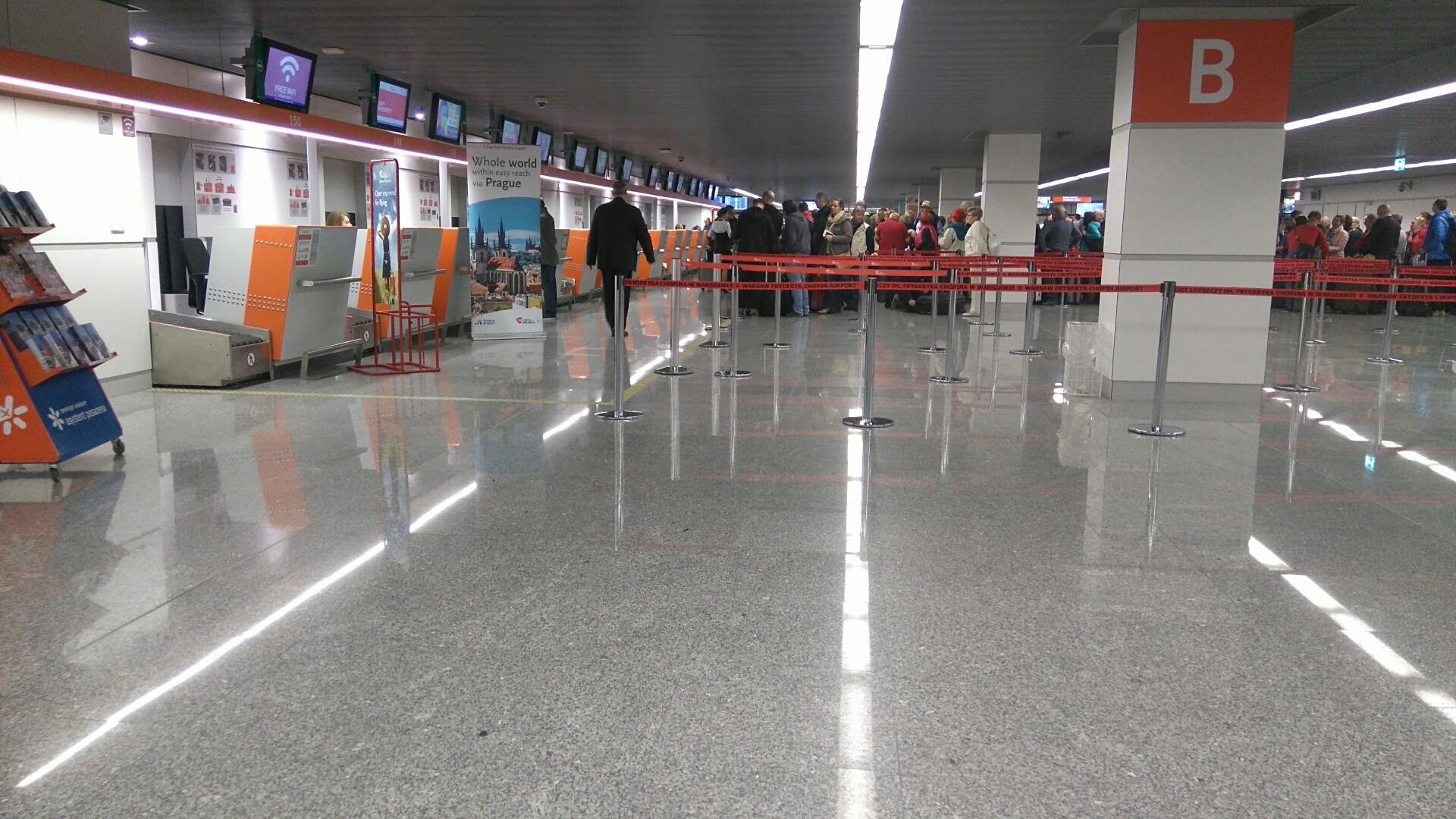 montaż pętli indukcyjnych na Lotnisku im. F. Chopina w Warszawie